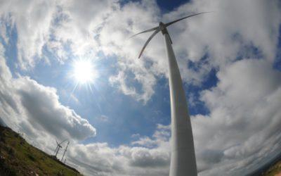 Uruguay está cuarto en el mundo en generación de energía con molinos y paneles solares