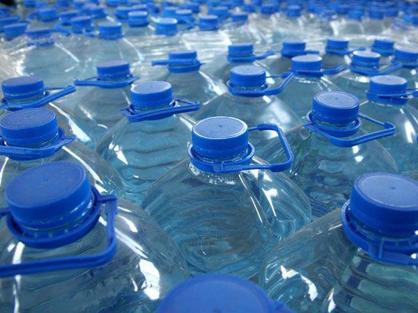 ¿Es caro purificar el agua de la canilla y dejar de comprar agua embotellada?